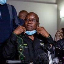 Madaxweynihii hore ee Koonfur Afrika oo isku dhiibay booliska si ay uxiraan.