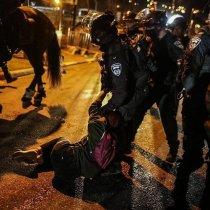 Sawirro: Ciidamada Yahuudda oo maalintii 2aad weerar ku haya masjidka Al Aqsaa.